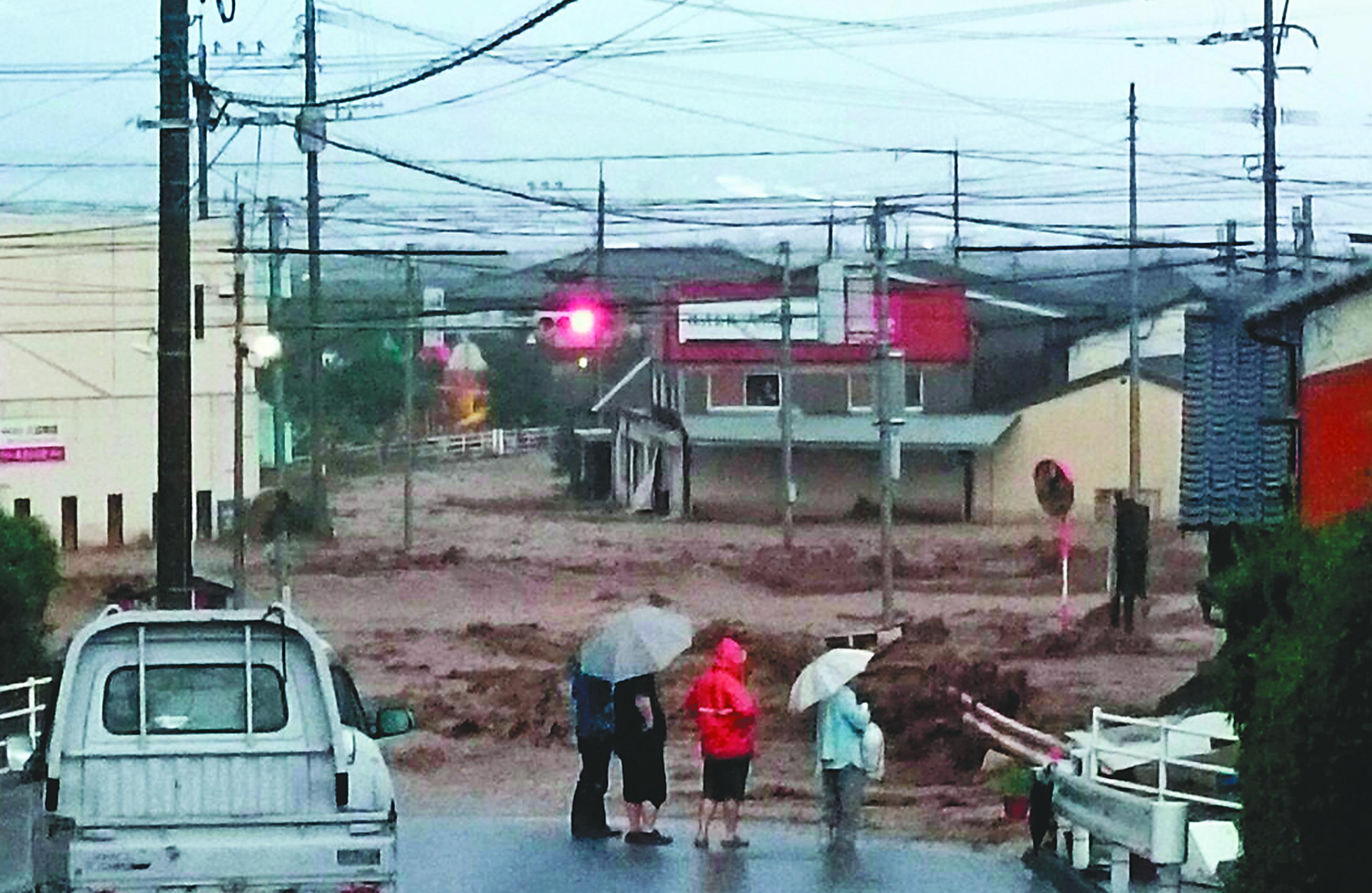 「豪雨の朝倉市山田交差点」